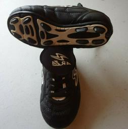 Arza  Soccer Shoes  blac / white  For boy   size 9